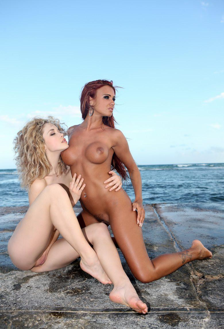 Dos hermanas in 15 photos from Watch 4 Beauty picture 12