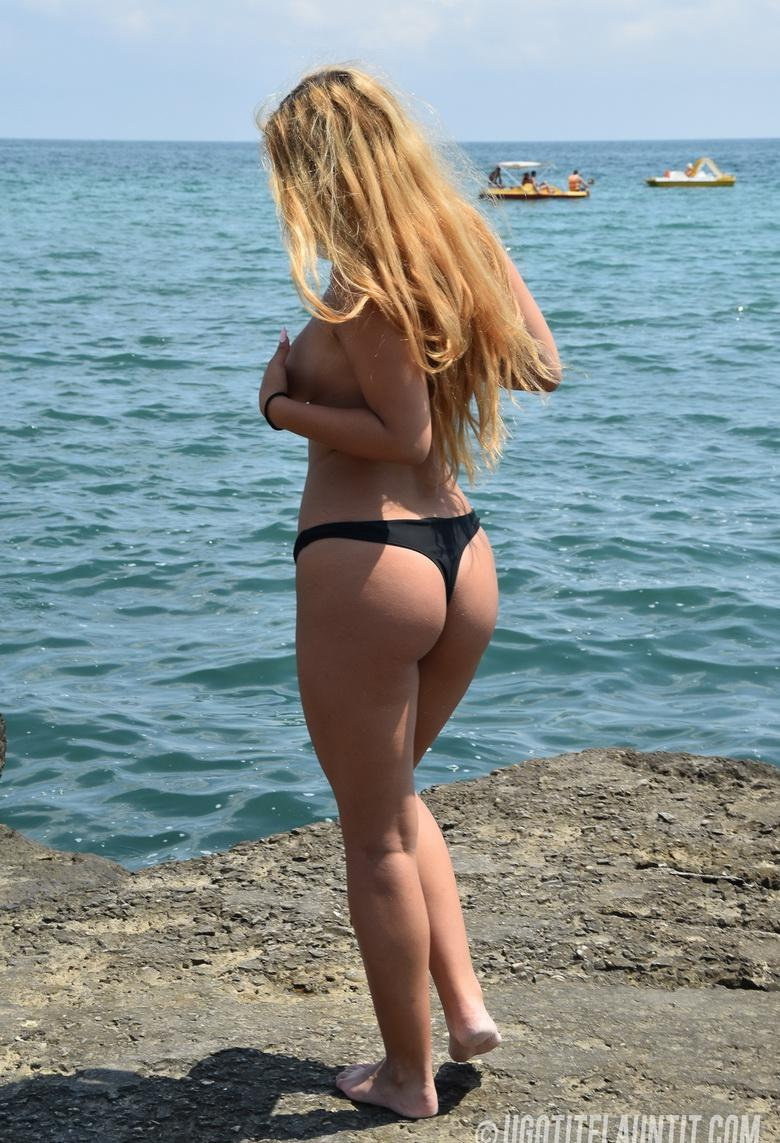 Roxana topless on the rocky shore in 15 photos from U Got It! Flaunt It! picture 12