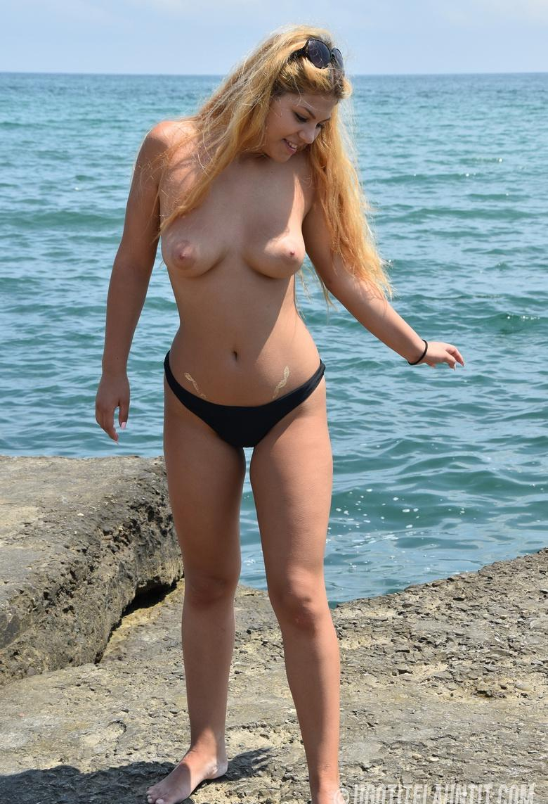Roxana topless on the rocky shore in 15 photos from U Got It! Flaunt It! picture 16