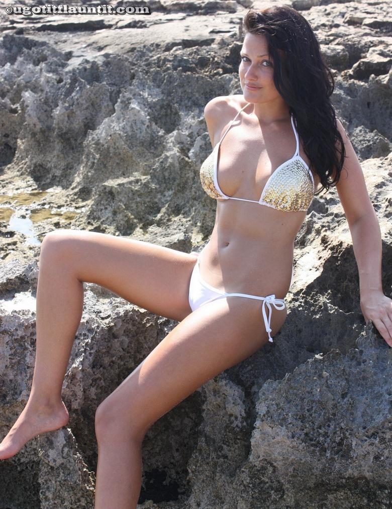 Debbie topless on the beach in 15 photos from U Got It! Flaunt It! picture 6