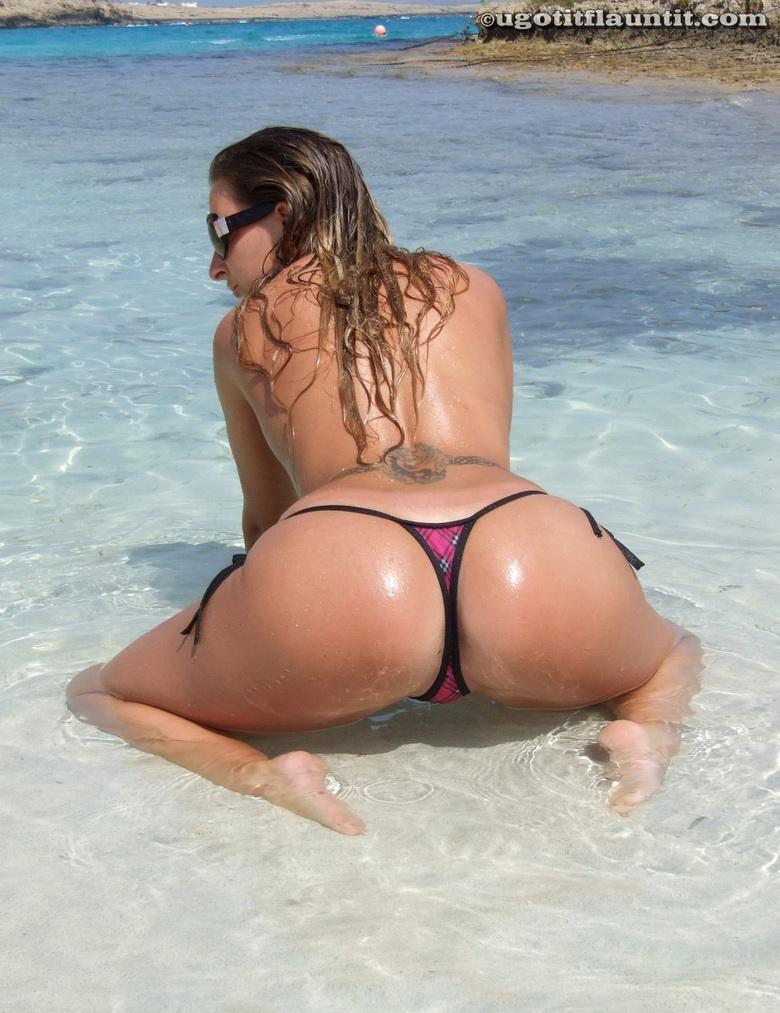 Bobbie in the sand in 18 photos from U Got It! Flaunt It! picture 6