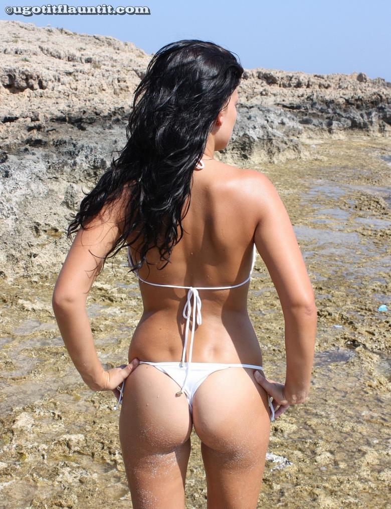 Debbie topless on the beach in 15 photos from U Got It! Flaunt It! picture 5