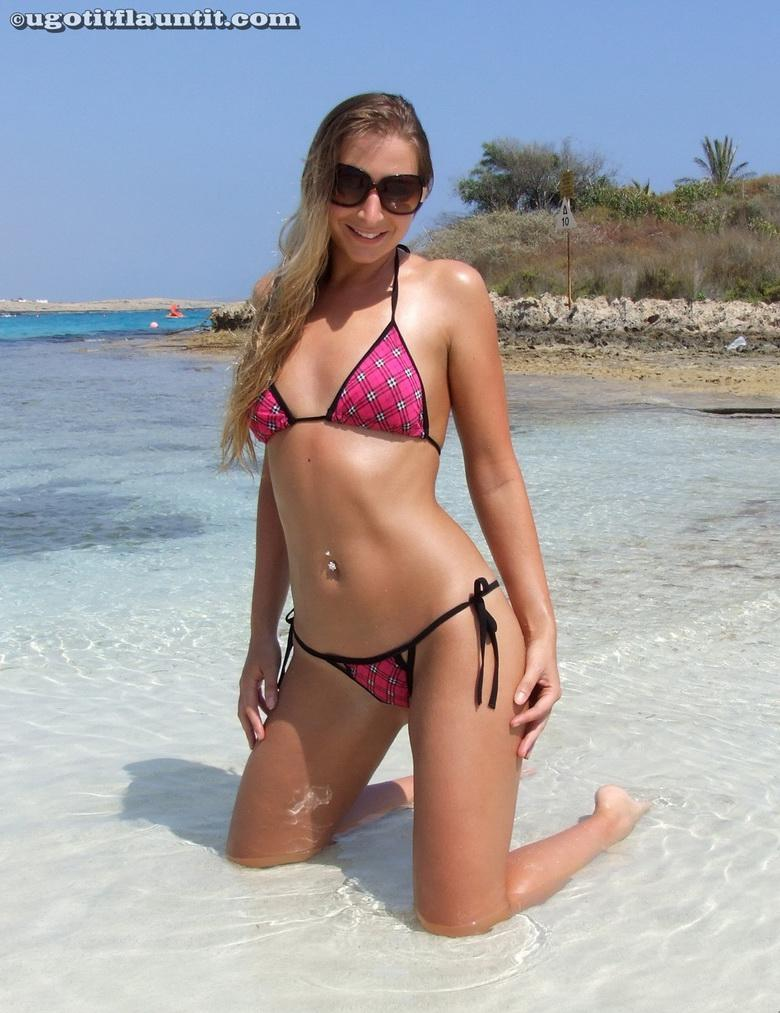 Bobbie in the sand in 18 photos from U Got It! Flaunt It! picture 2