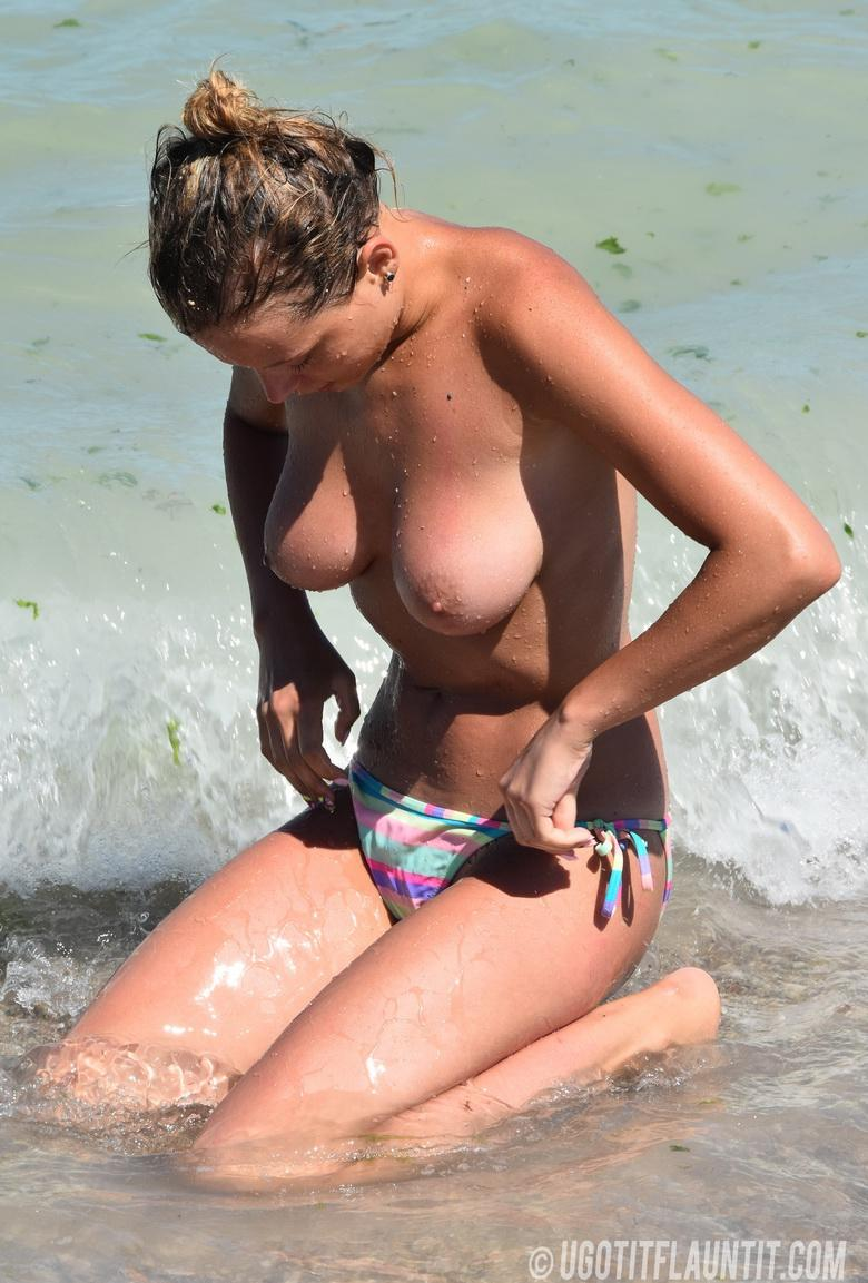 Beatrice topless on the beach in 15 photos from U Got It! Flaunt It! picture 14