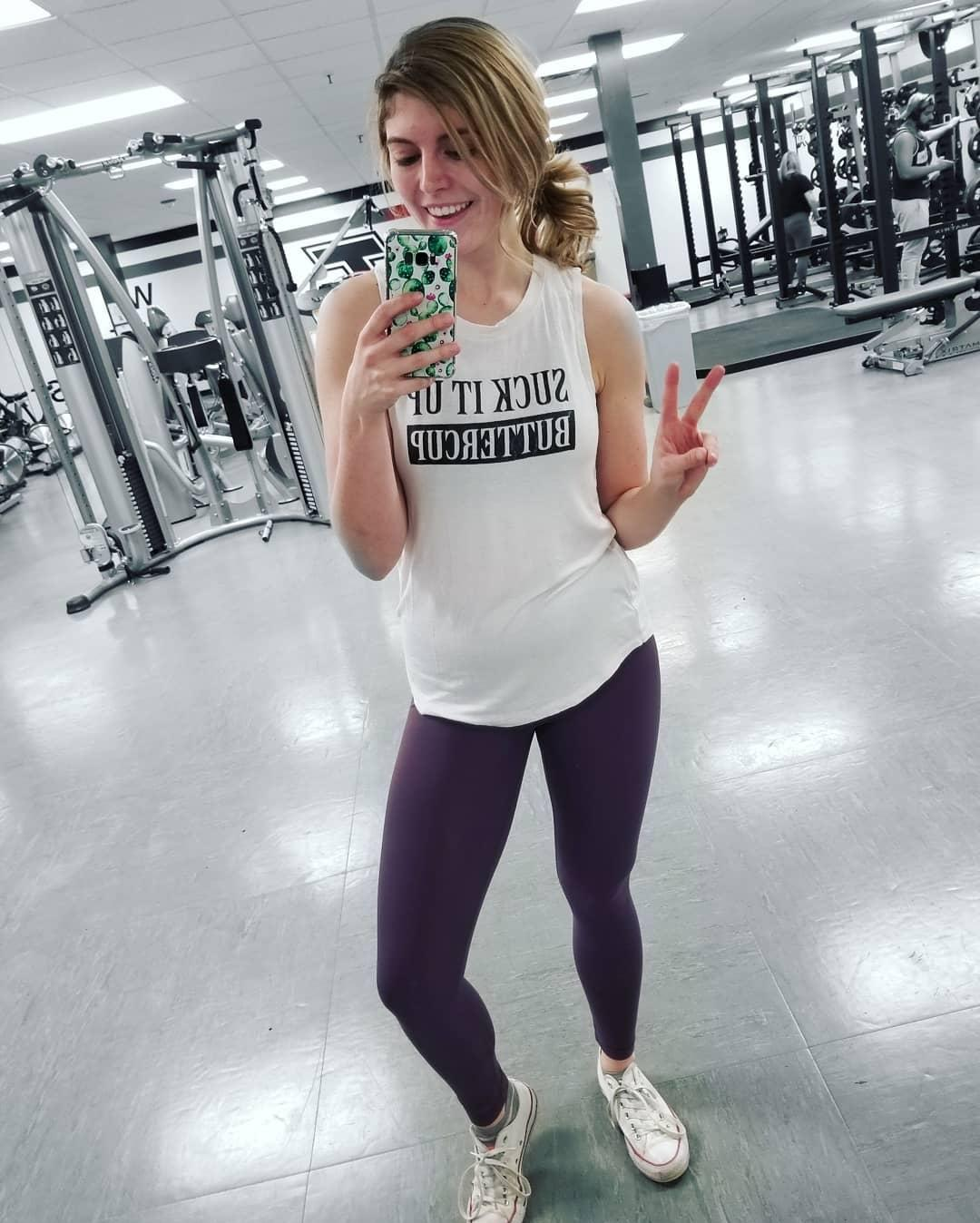 pretty princess publishing her gym diary with some sexy selfies picture 4