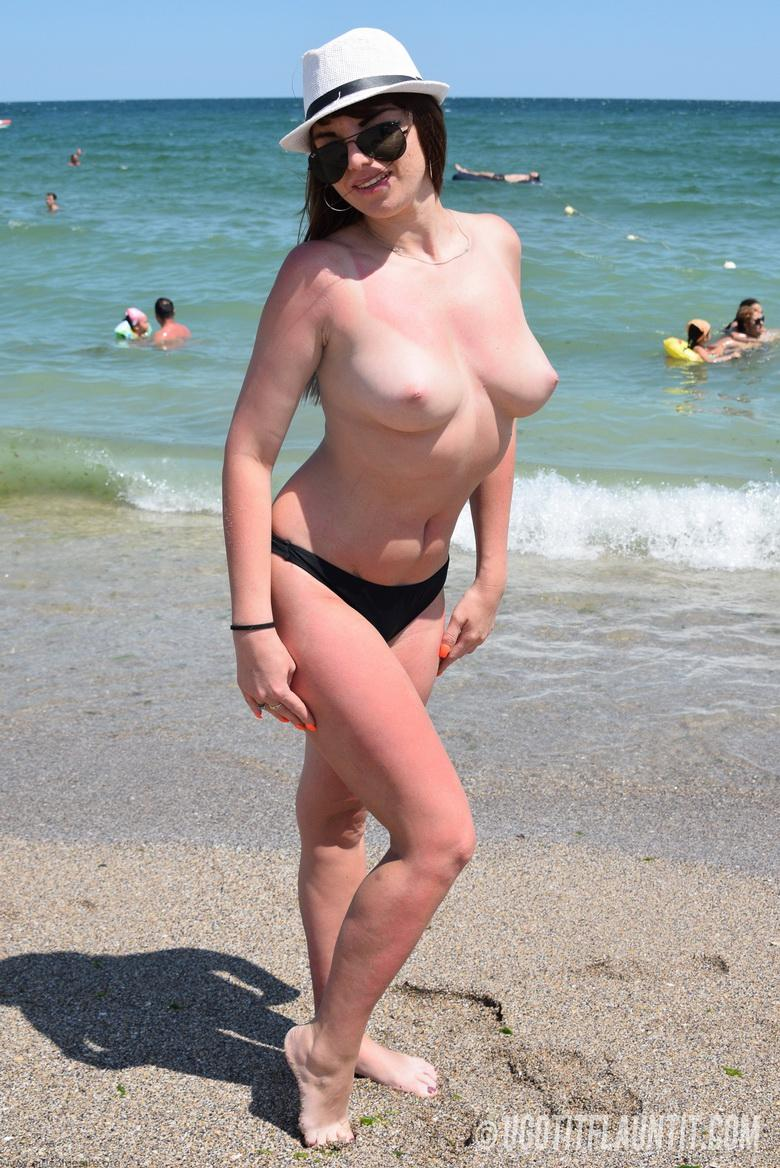 Lori topless on the beach in 15 photos from U Got It! Flaunt It! photo 4