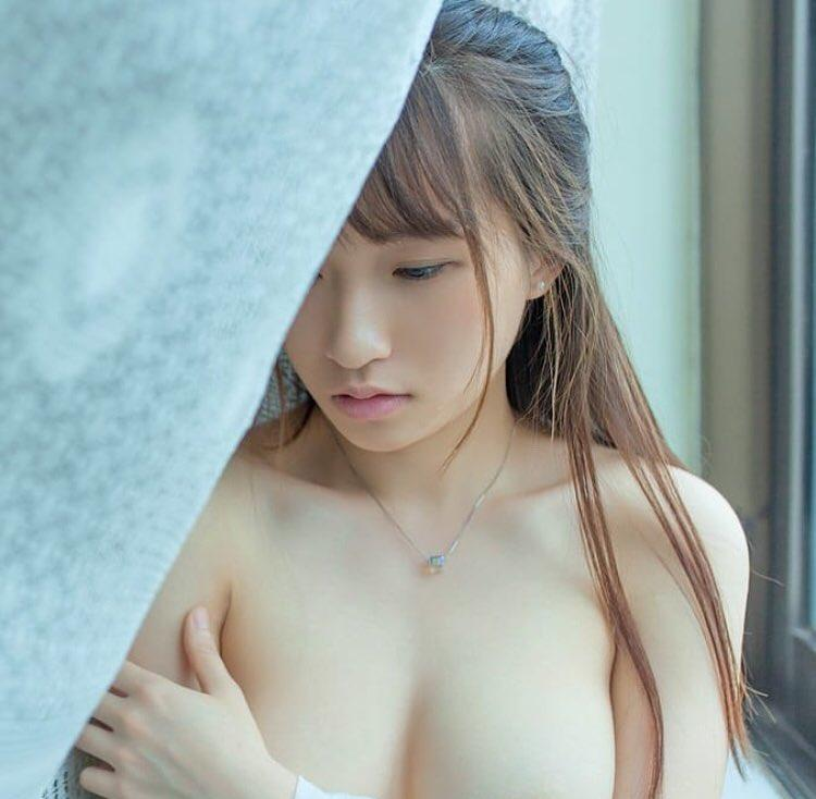 asian muse silent with a superb downblouse leak of her wonderful decoltee picture 4