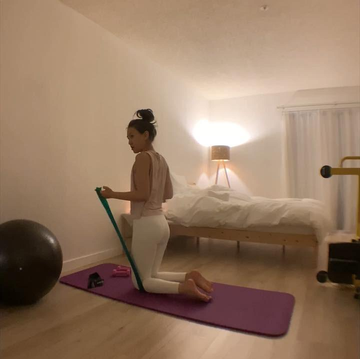 skinny korean girl with some yoga selfies from her homeplace picture 13
