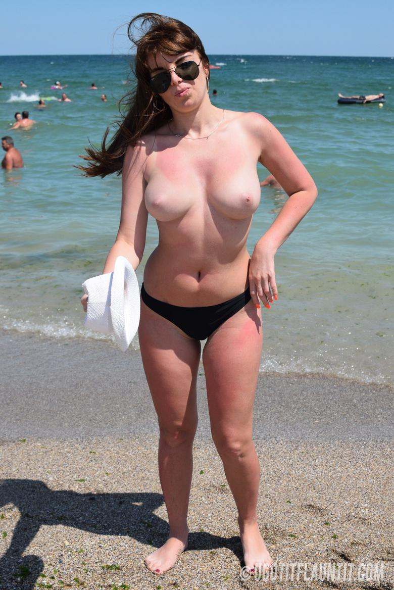 Lori topless on the beach in 15 photos from U Got It! Flaunt It! photo 5