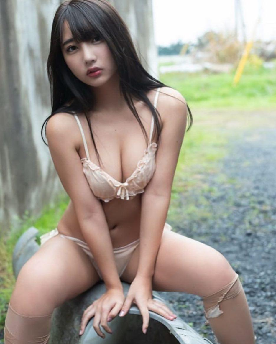 asian muse silent with a superb downblouse leak of her wonderful decoltee picture 7