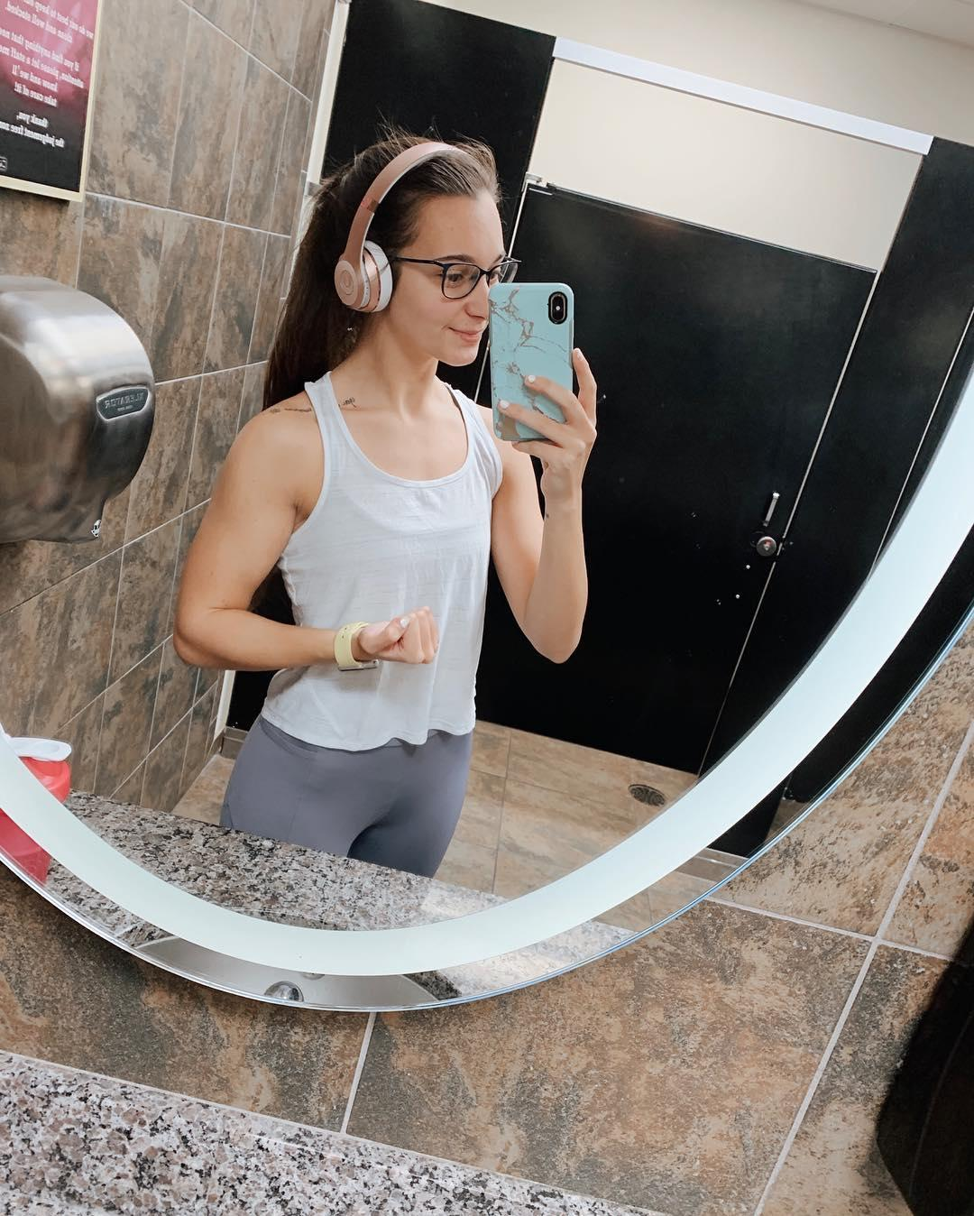 gym shark leah in super tight jeggings doing selfies picture 12