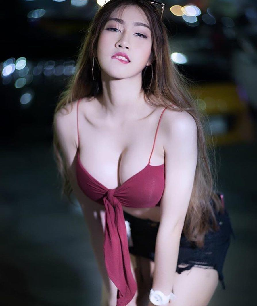 asian muse silent with a superb downblouse leak of her wonderful decoltee picture 6