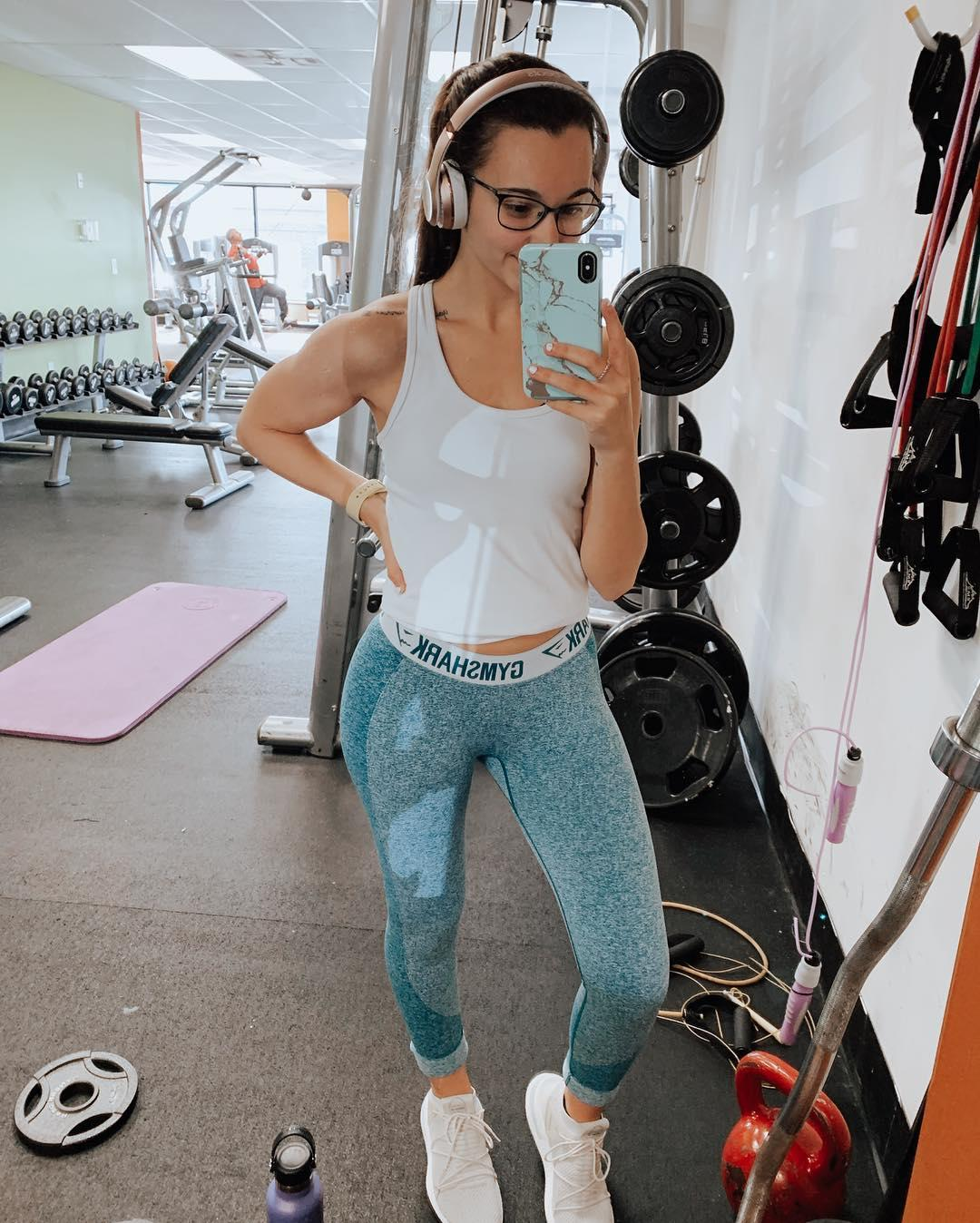 gym shark leah in super tight jeggings doing selfies picture 8