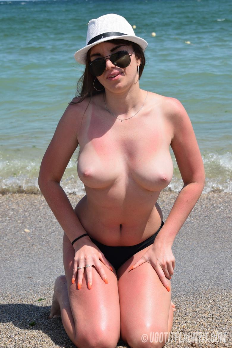 Lori topless on the beach in 15 photos from U Got It! Flaunt It! photo 9