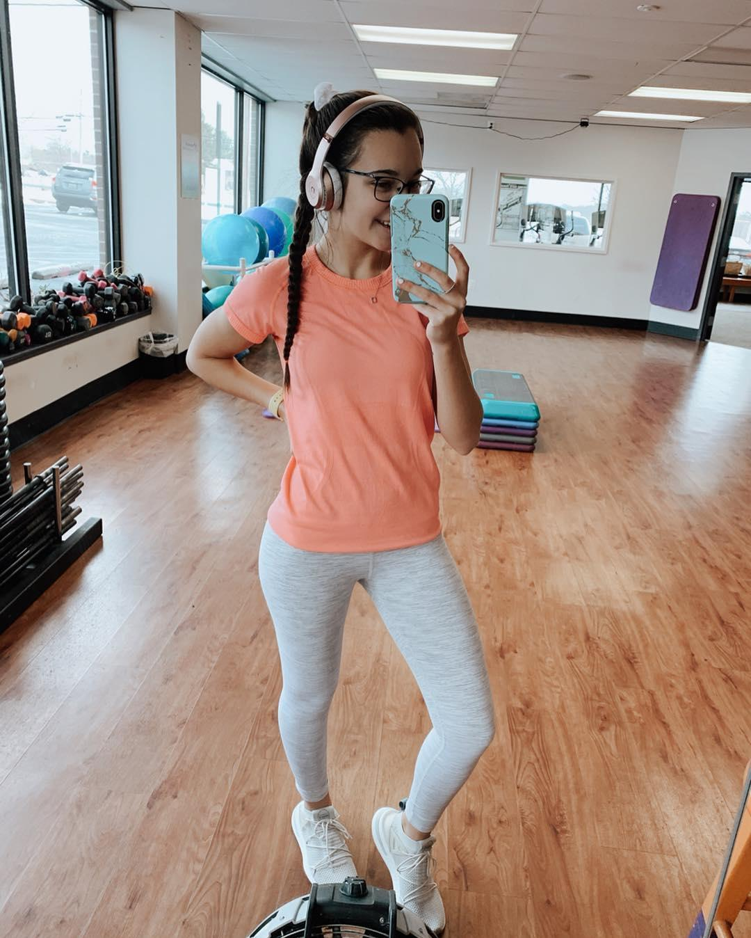 gym shark leah in super tight jeggings doing selfies picture 7