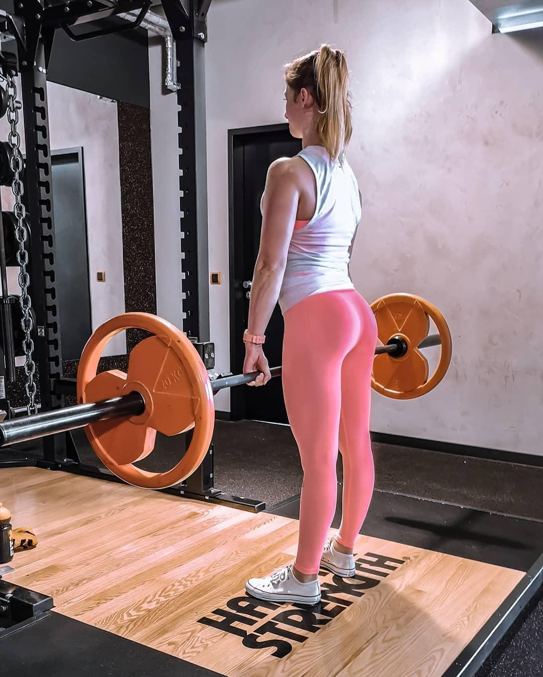 hot german chick with some gym selfies in supertight black leggings picture 12