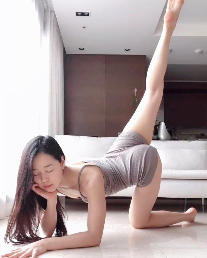 korean beauty in white body suit doing flexible yoga moves picture 4