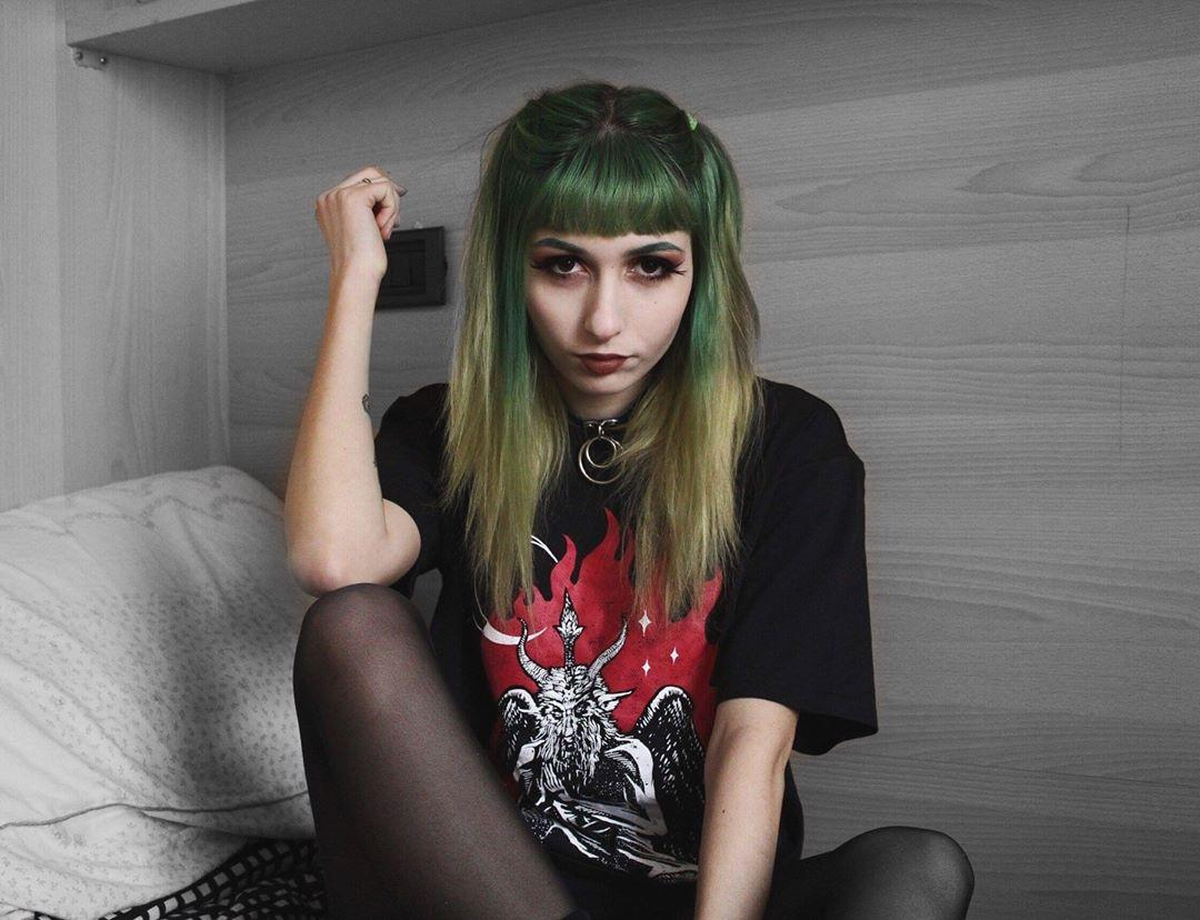 lush alt cutie with green hairy posting some impressions of her day to day life picture 2
