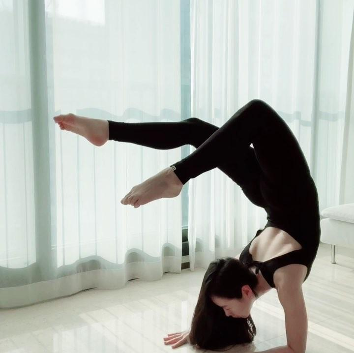 korean beauty in white body suit doing flexible yoga moves picture 5