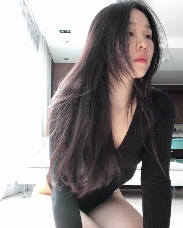 korean beauty in white body suit doing flexible yoga moves picture 6