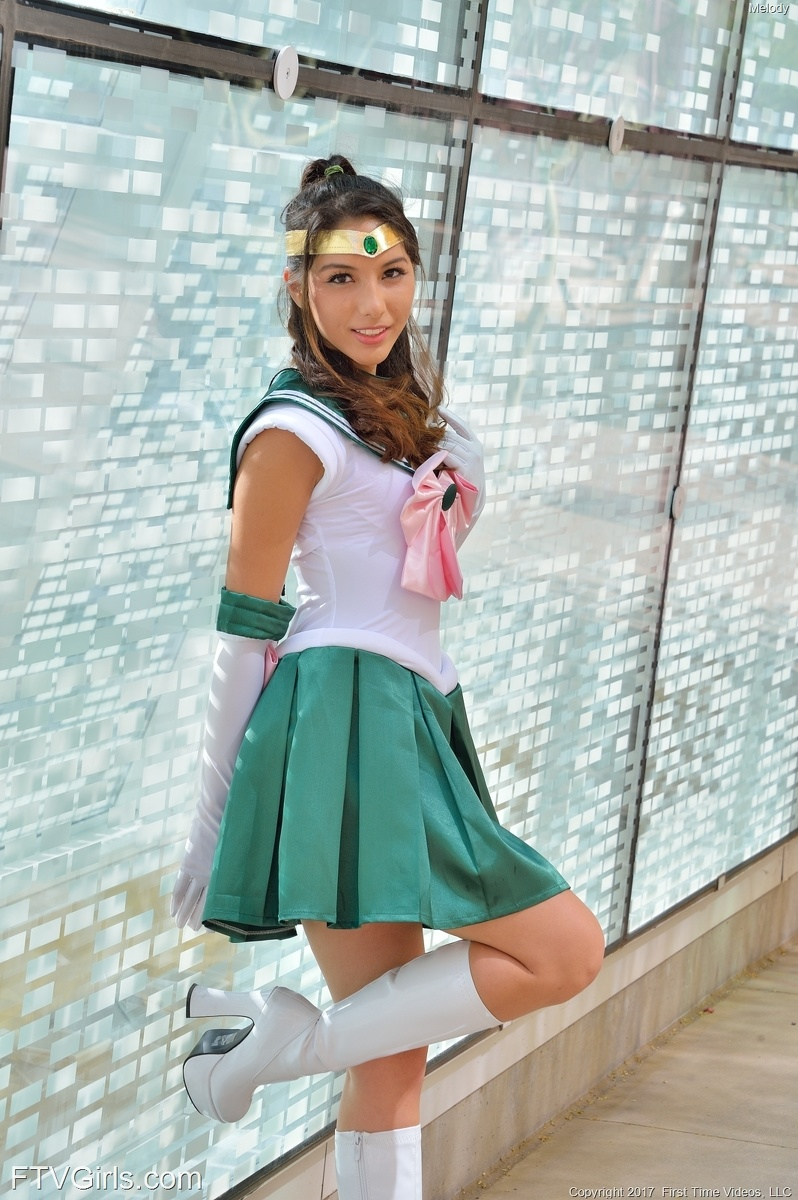 beautiful fantasy cosplay girl flashing pantyless at the cosplay convention center #5