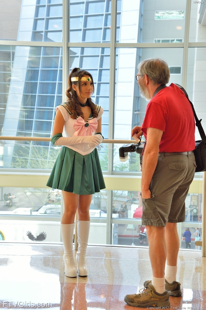 beautiful fantasy cosplay girl flashing pantyless at the cosplay convention center #1