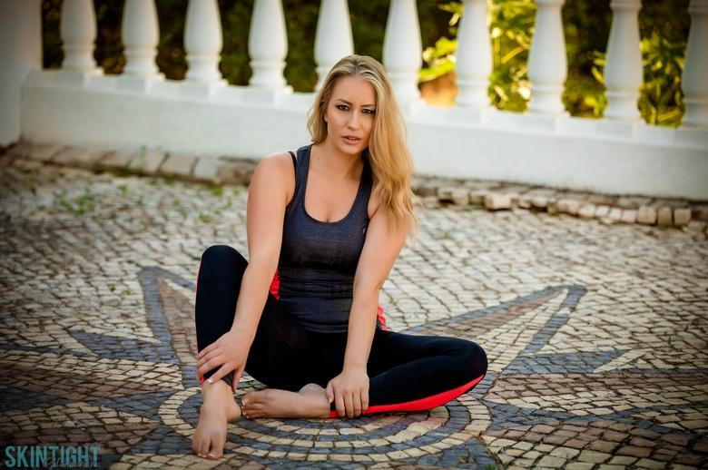 Candice Collyers Sunset Workout in 15 photos from Skin Tight Glamour photo 3
