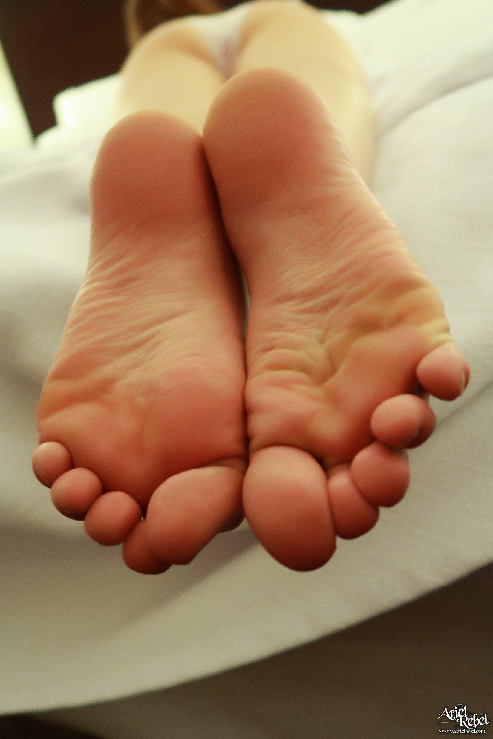 Ariel Rebel Hotel Footsies | Coed Cherry photo 4
