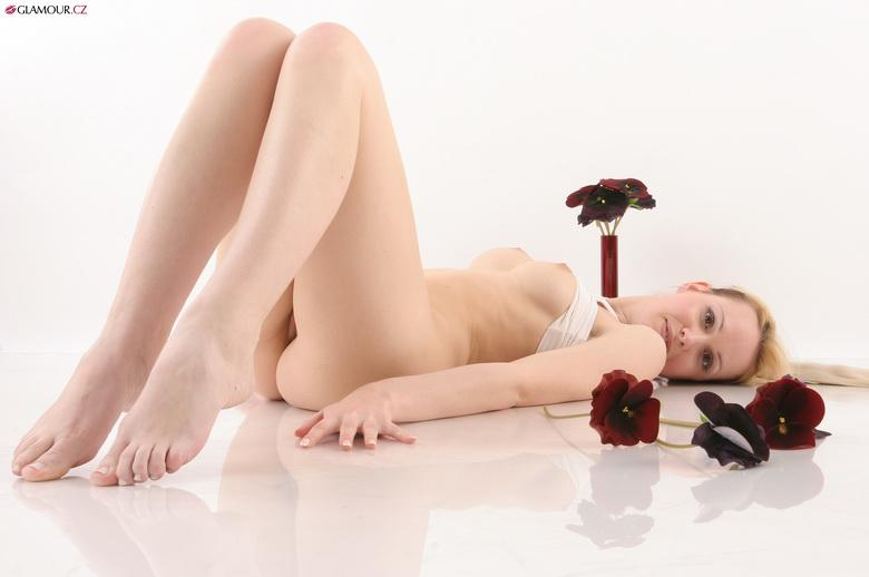 Eva With Dark Flowers in 15 photos from Gamour.CZ photo 13