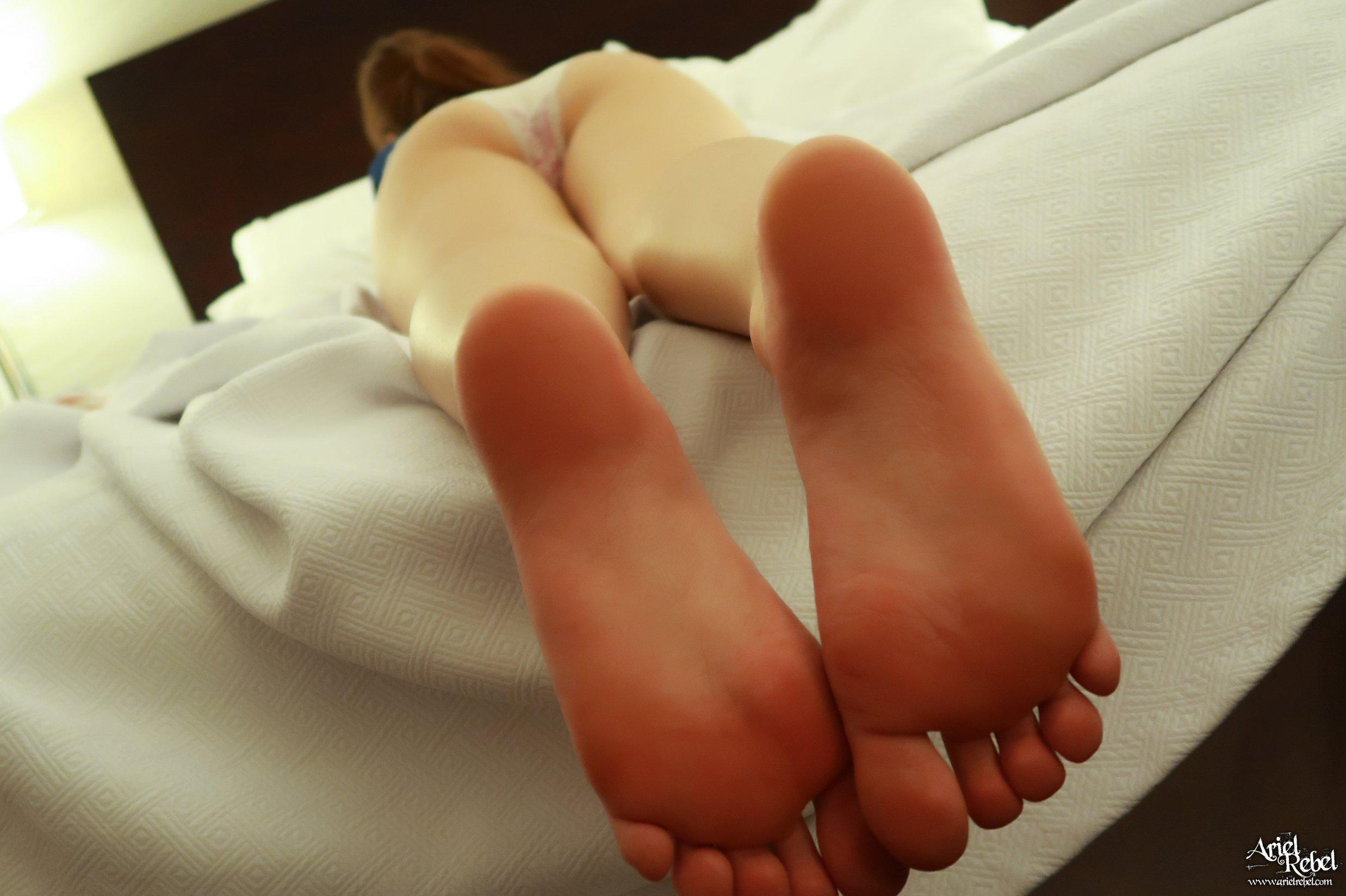 Ariel Rebel Hotel Footsies | Coed Cherry photo 3