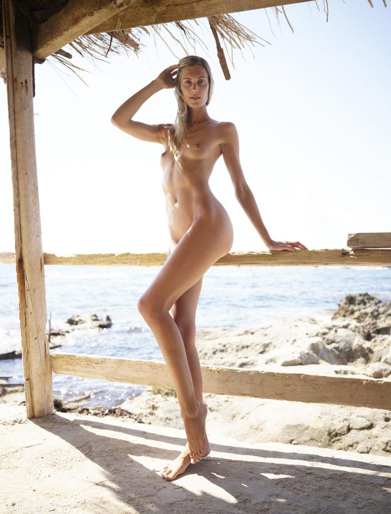 francy from hegre art doing great selfies of her perfect model body during a trip to the caribic picture 2