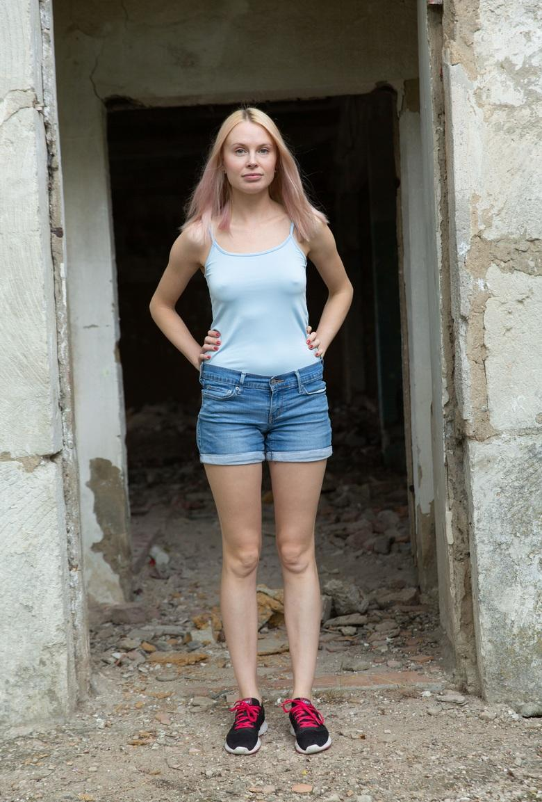 farmers daughter with some hot selfies in front of the horse stable picture 2